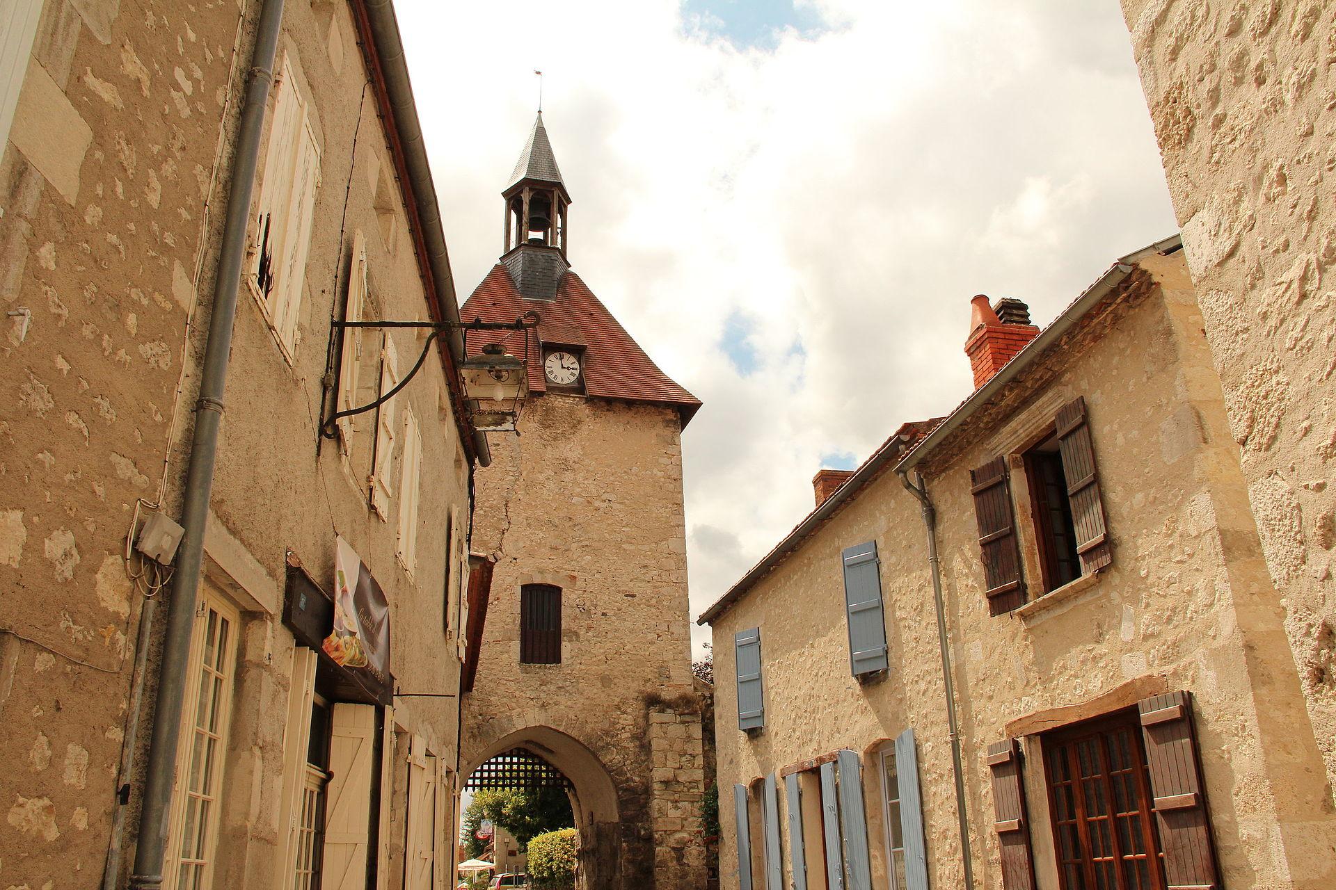 Charroux - La Tour de l'Horloge