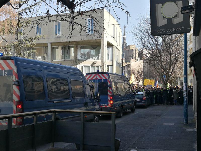 Gendarmes mobiles à l'avant