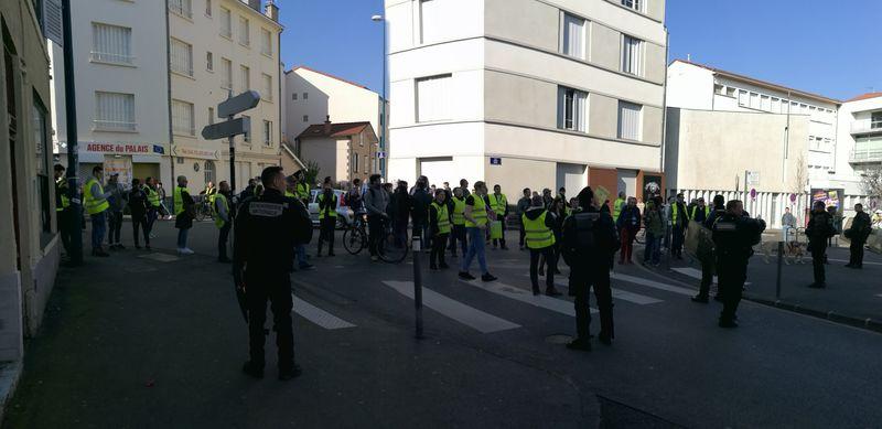 Gendarmes mobiles à l'arrière