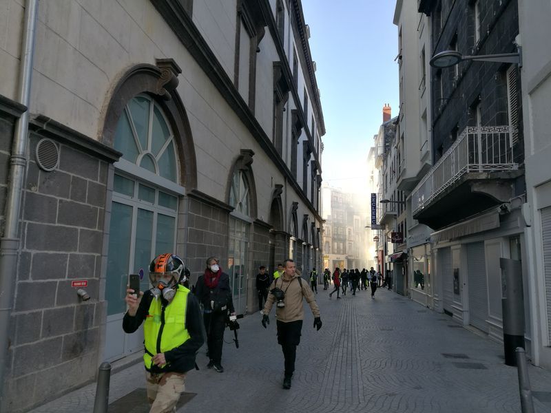 Fumigènes provenent de la rue du 11 Novembre