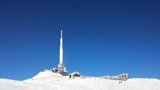 Le sommet du Puy-de-Dôme et l'antenne